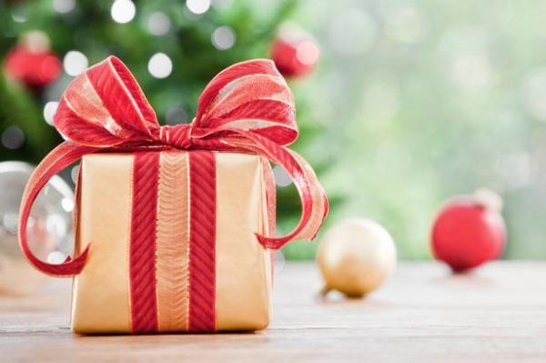 Holiday Tips for Buying Handbags as a Gift