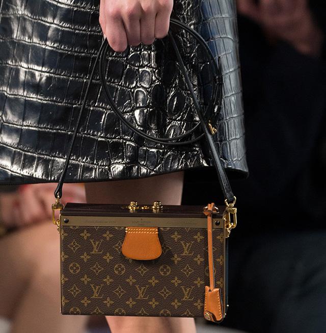 Style Tips: The Cross-Body Mini Bag